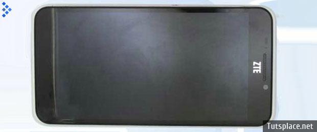 Смартфон ZTE S251 весит 120 граммов
